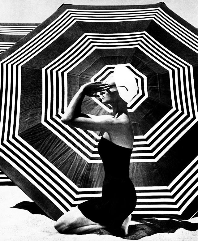 Retro Beach Fashion Black & White