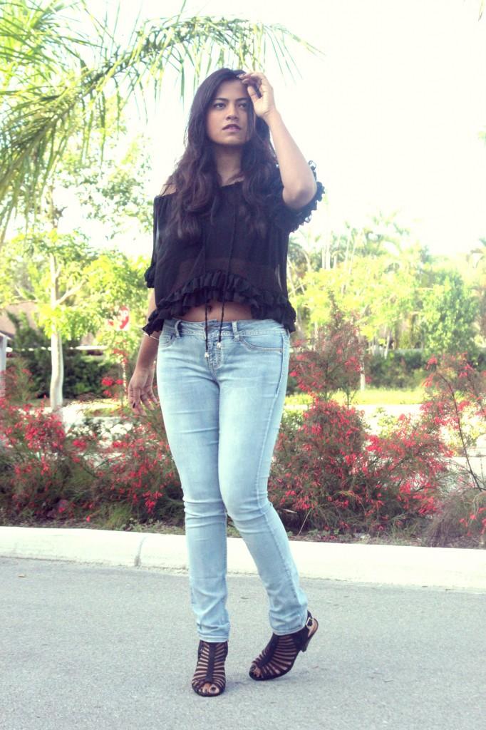 Miami Fashion Blogger Afroza Khan Chic Stylista Light Jeans