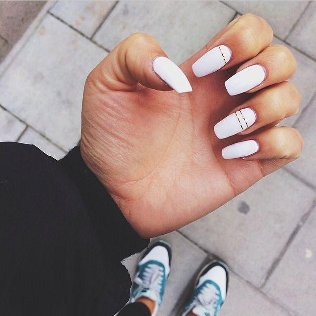 Minimalistic Chic Nail Design