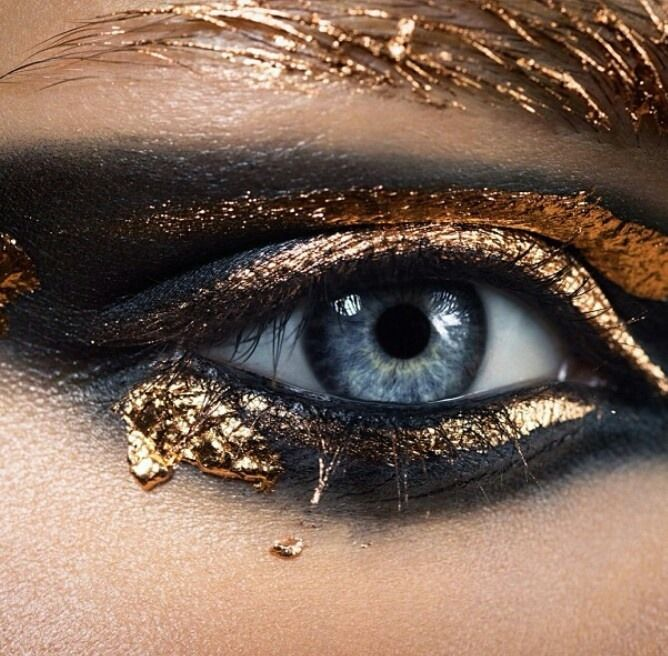 Gold Melted Eyeshadow Makeup Idea