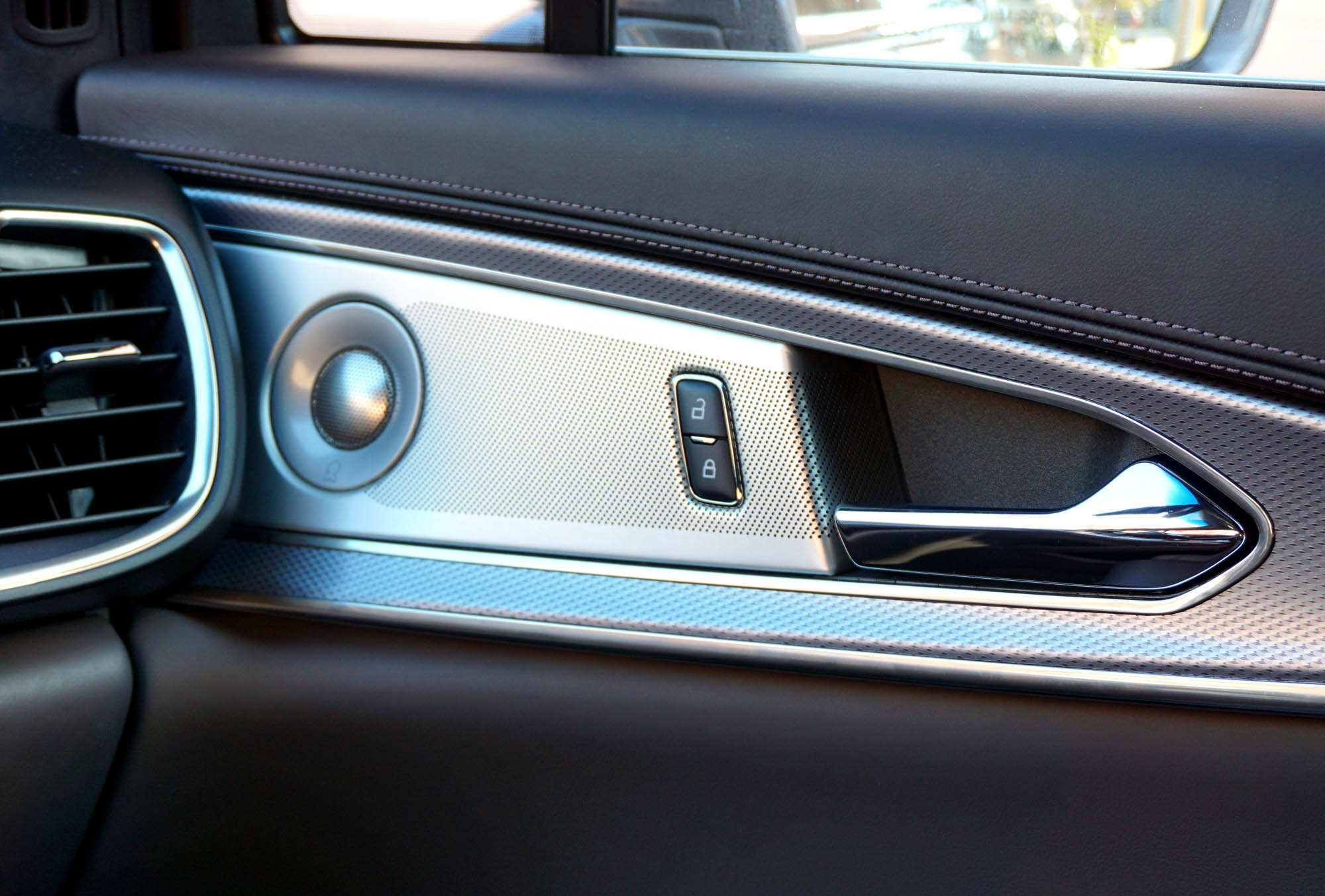 Lincoln MKX Revel Ultima audio system
