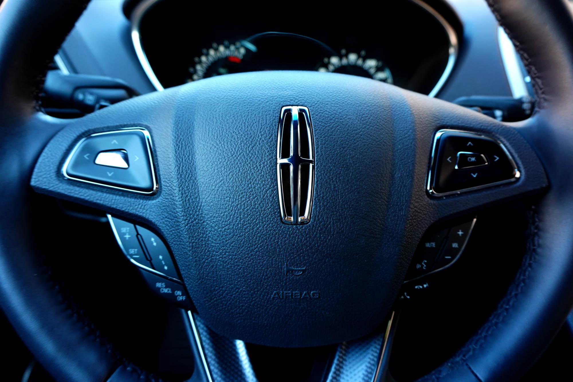 Lincoln MKX 2016 Steering Wheel Car Blogger