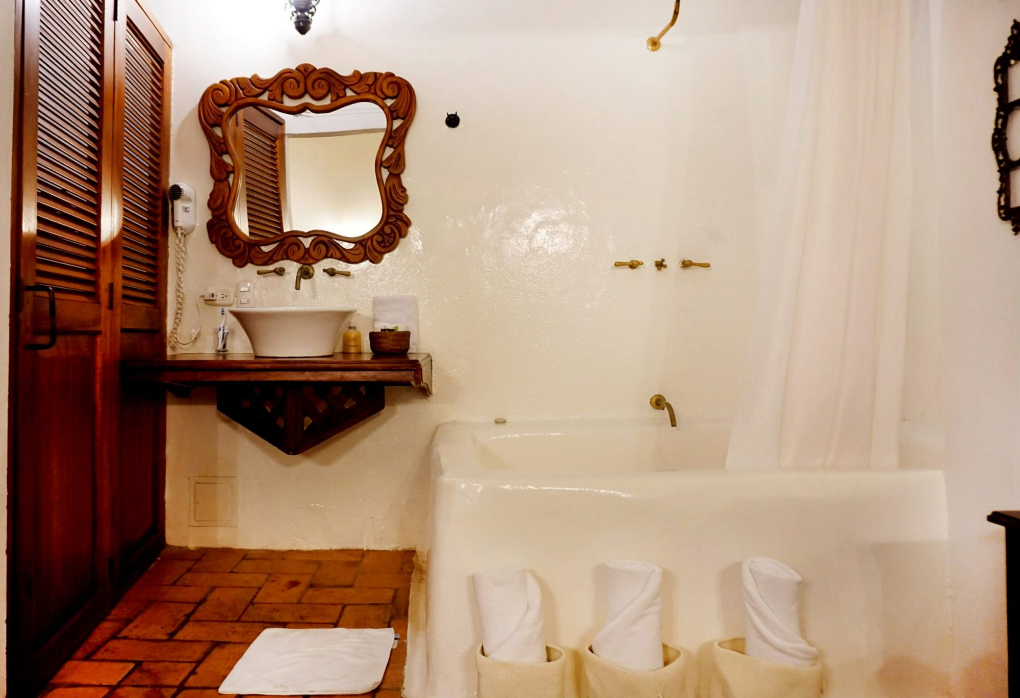 Alfiz Hotel Cartagena Luxury Bathroom