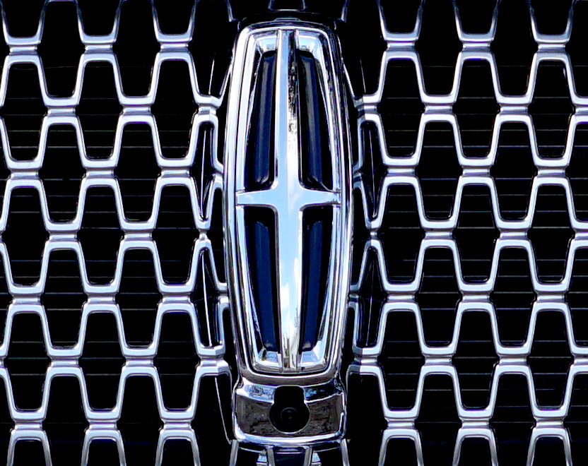 2017-lincoln-continental-logo-grill