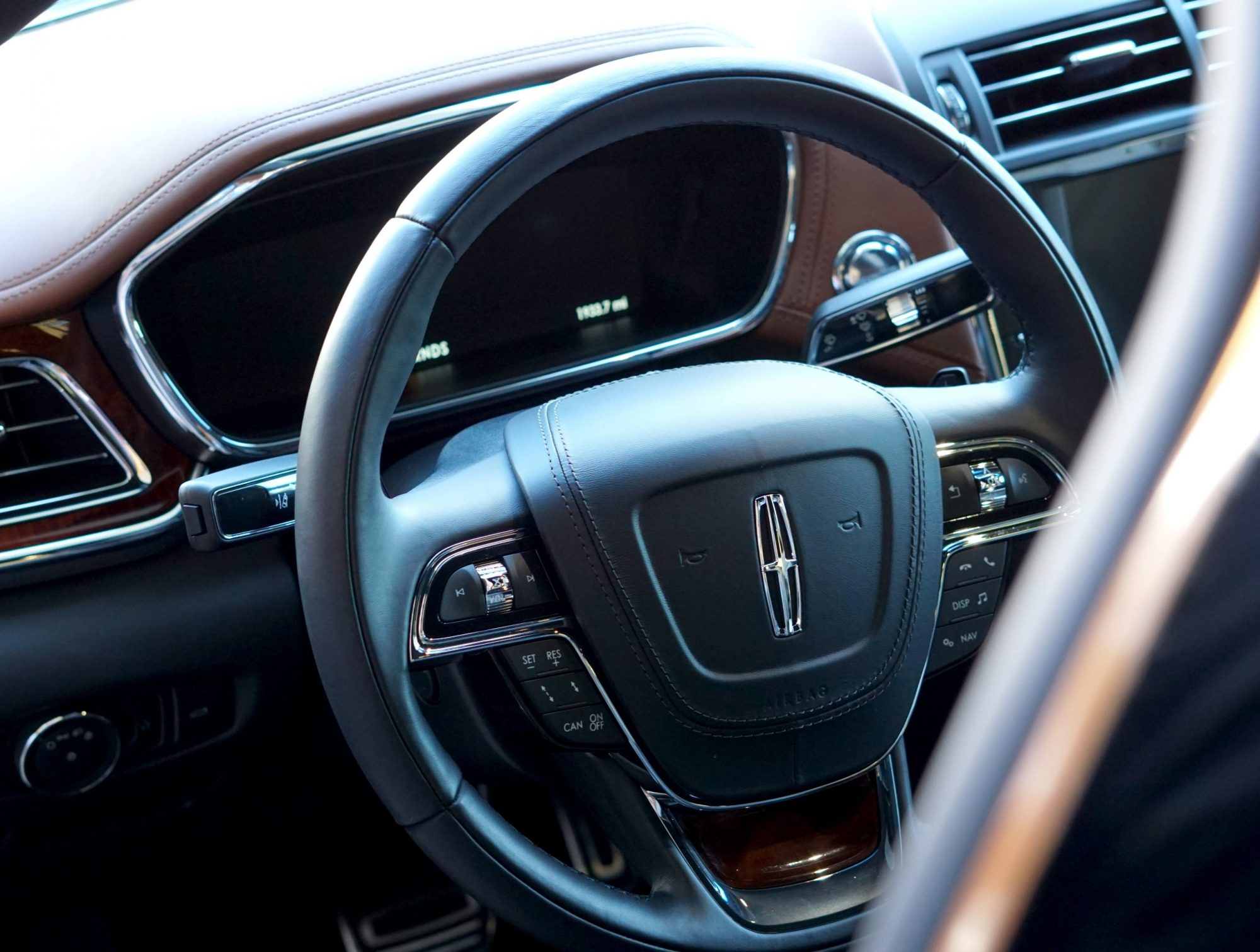 2017-lincoln-continental-steering-wheel-details
