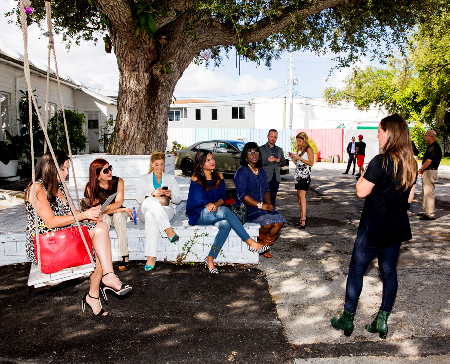 miami-influencers-event-with-lincoln-continental