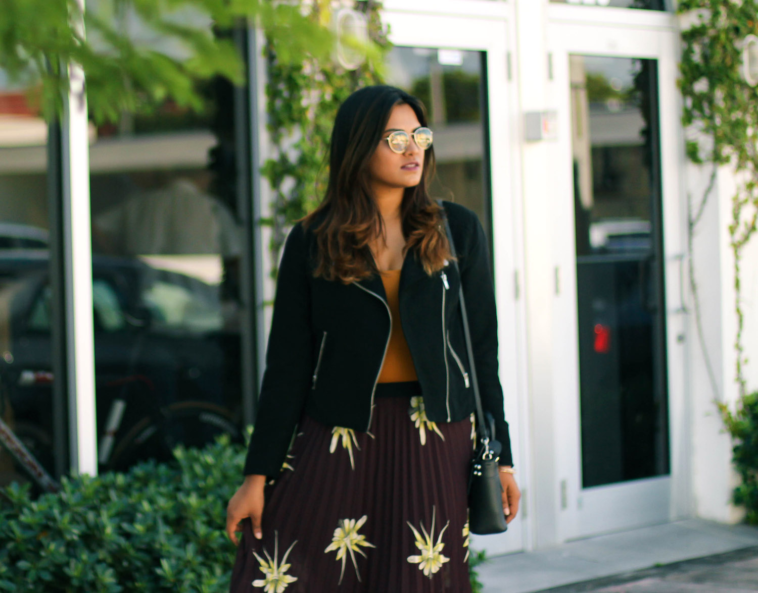 fall-street-style-pleated-skirt-black-jacket