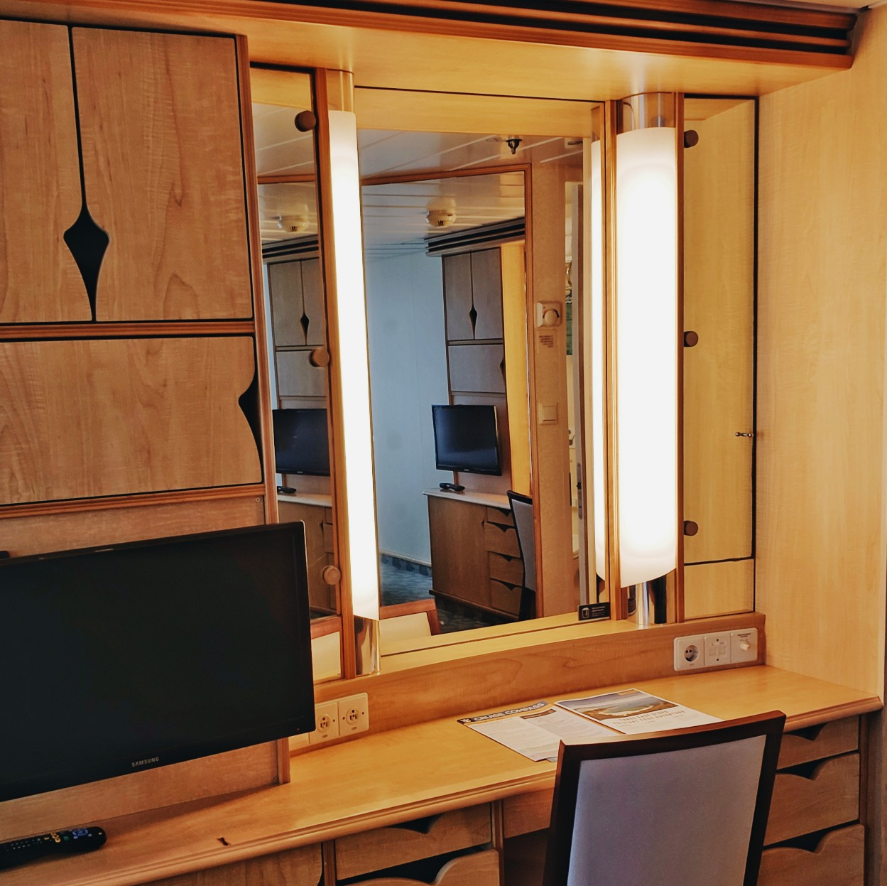 Royal Caribbean Mariner Of the Seas Beauty Blogger Mirror & Storage