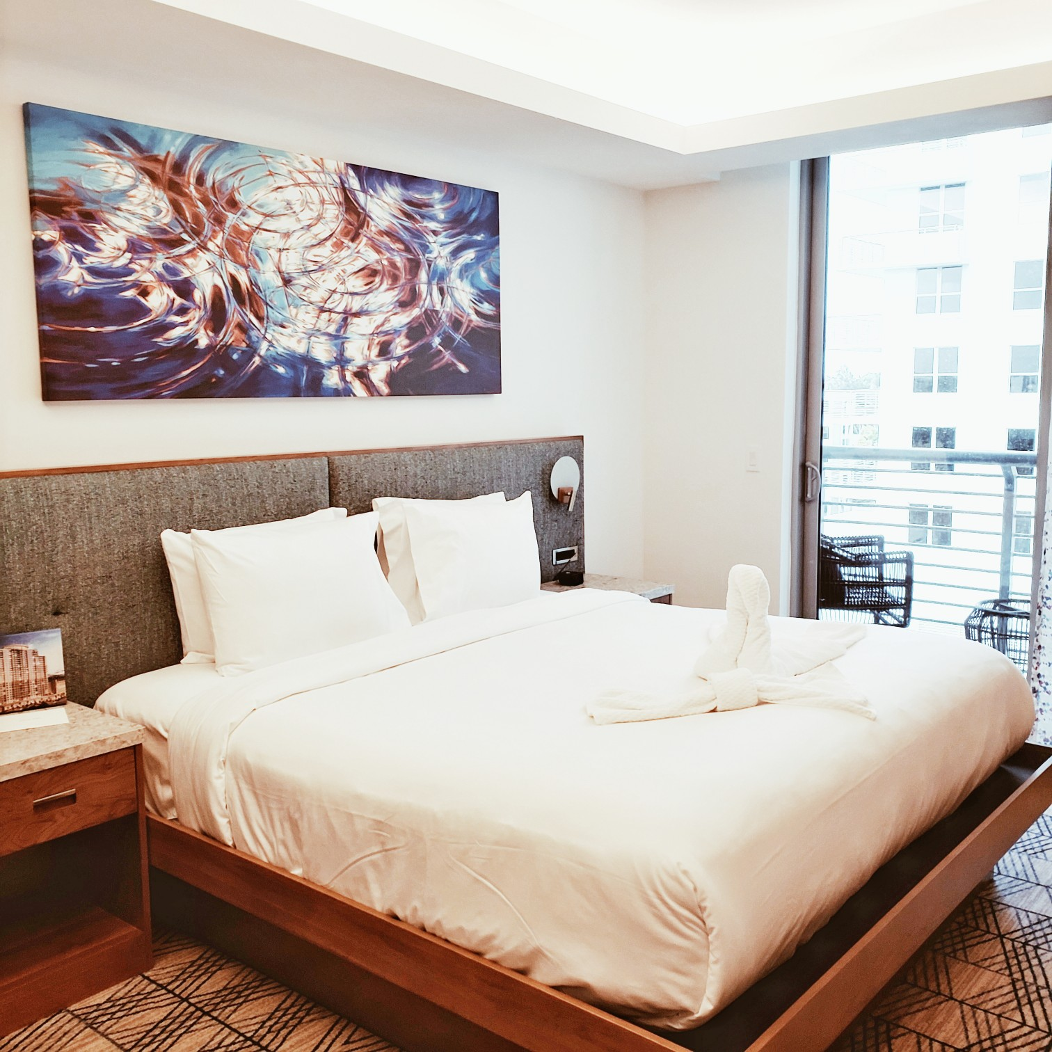 CIrc Hotel Downtown bed