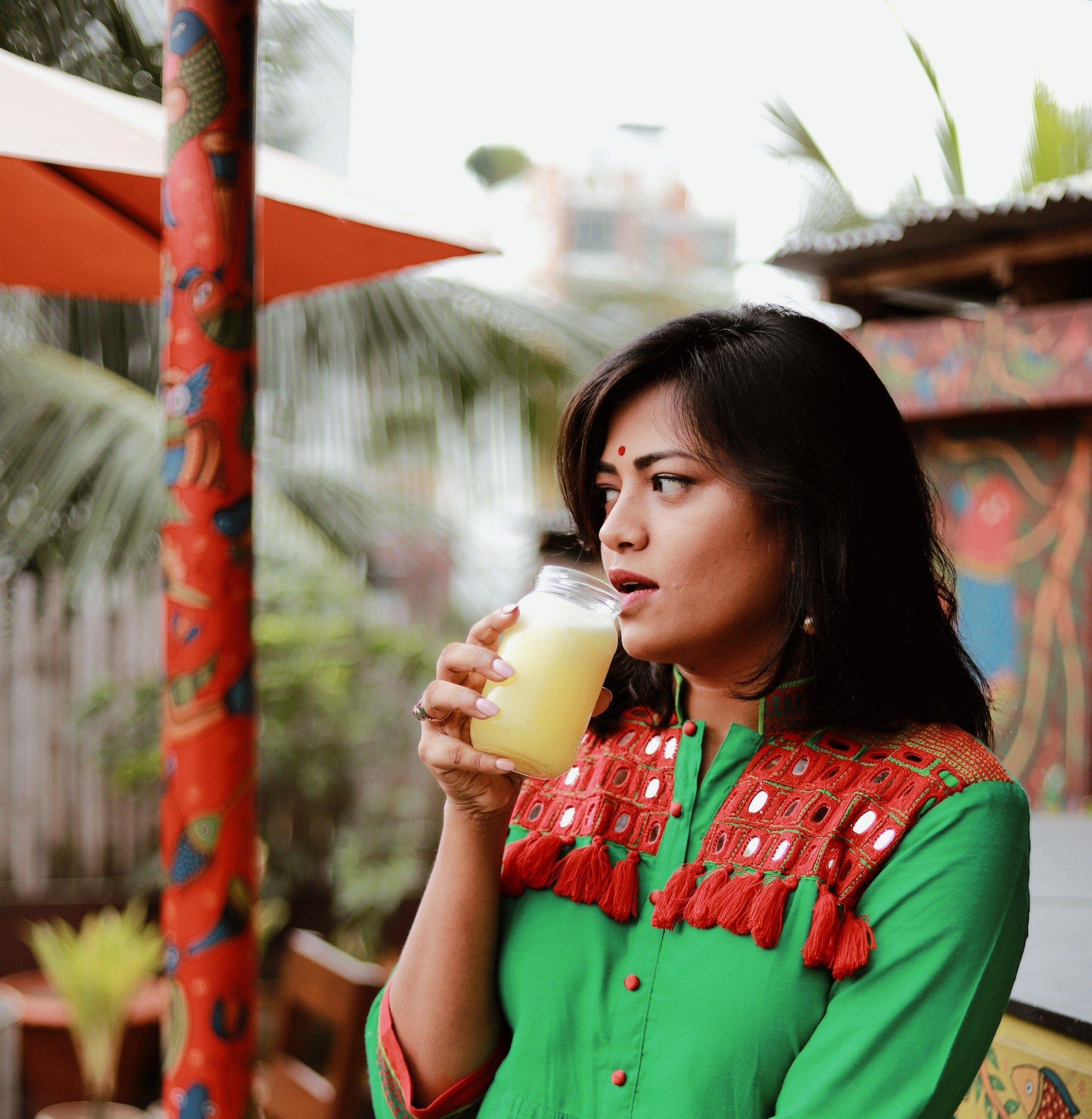 Bangladesh Miami Blogger wearing Brac Aarong drinking lemonade