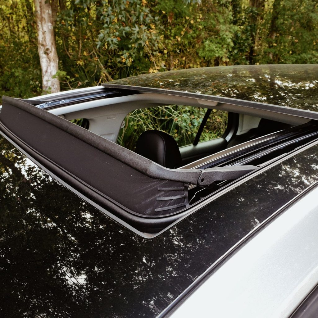 Sunroof of 2020 Volkswagen Golf